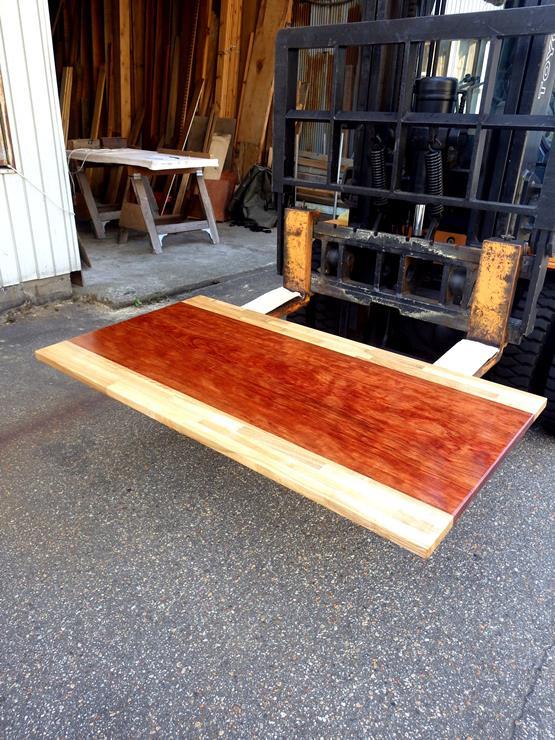 ブビンガテーブル天板 長さ1388ミリ×幅745ミリ×厚さ30ミリ 上杢のブビンガをタモの積層材で挟んでいます。ラッカー塗装仕上げです。この商品は送料は別途とさせていただきます。お問合せください。
