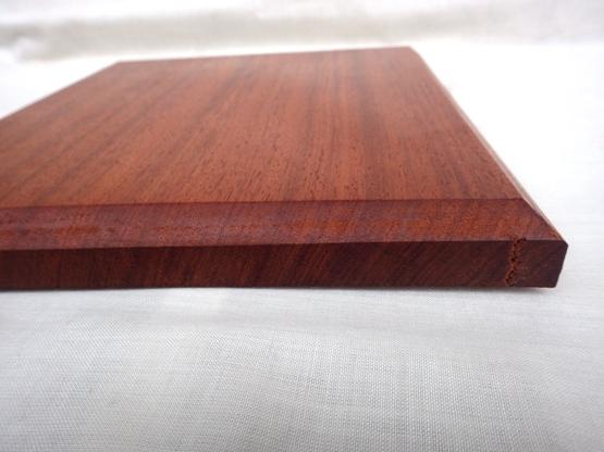 木口に一部割れがあります。
