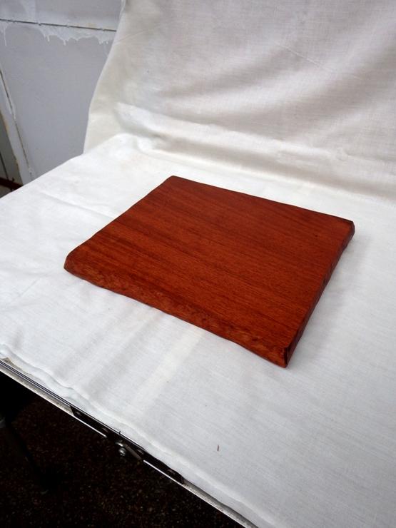 花梨(カリン) 315×265×24 自然塗料仕上げです。