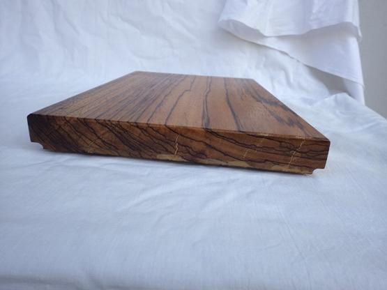 木口の割れの部分はパテ埋め処理をしてあります。
