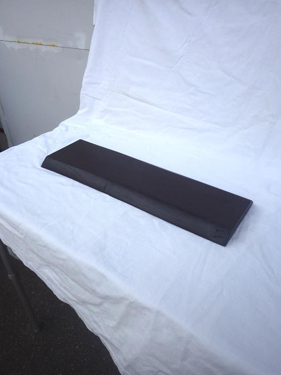 タガヤサン花台 長さ500ミリ×幅150~170ミリ×厚さ21ミリ 自然塗料仕上げです。