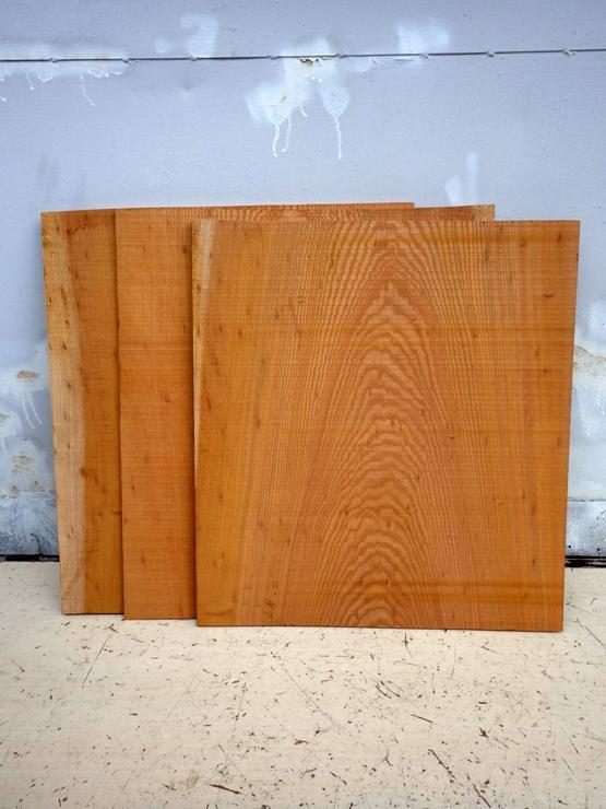 欅 650×590×7~14 3枚で1組です。厚みにムラがあります。すべて幅方向に反りがあります。一部、玉杢が現れています。