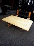 松テーブル天板 長さ1454ミリ×幅825ミリ×厚さ40ミリ 5枚の板を接いであります。表面は自然塗料(オスモカラー)で塗装済みです。この商品は送料は別途とさせていただきます。お問合せください。