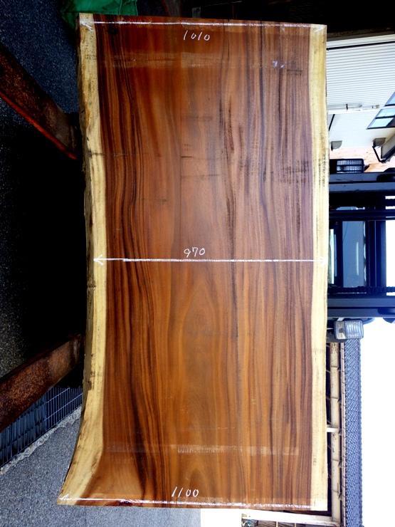 モンキーポッド 長さ2000ミリ×幅1130ミリ×厚さ68ミリ 耳付きの板です。この商品は送料は別途とさせていただきます。お問合せください。