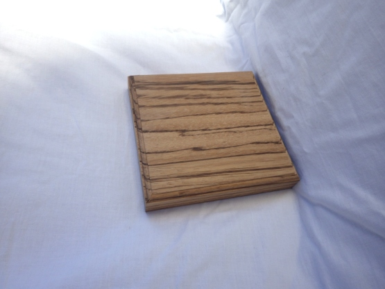 小さめの花台としても使用できます。