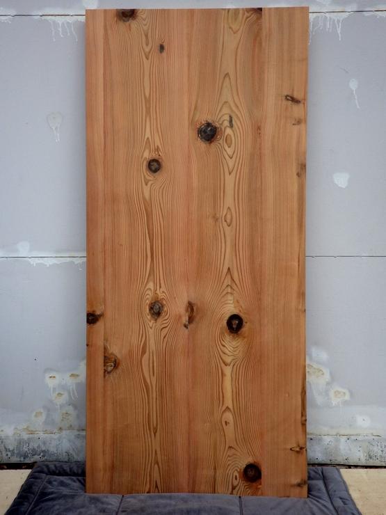杉 テーブル天板 長さ1770ミリ×幅807ミリ×厚さ45ミリ 4枚の杉を接いであります。表面は無塗装です。この商品は送料は別途とさせていただきます。お問合せください。