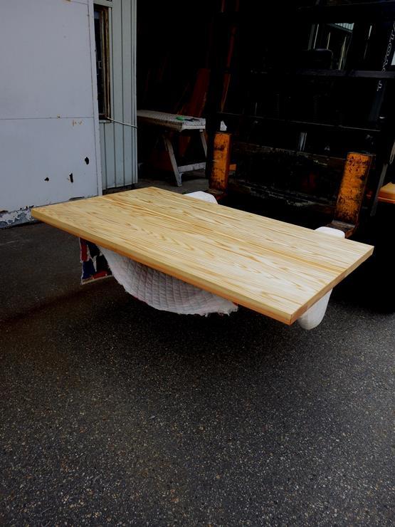 杉 長さ1315ミリ×幅795ミリ×厚さ40ミリ 7枚の杉を接ぎ合わせて作製したテーブル天板です。自然塗料(オスモカラー)仕上げです。この商品は送料は別途とさせていただきます。お問合せください。