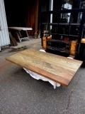 杉テーブル天板 長さ1485ミリ×幅820ミリ×厚さ40ミリ 7枚の杉を接(は)ぎ合わせてあります。 濃色に着色し自然塗料で仕上げてあります。 この商品は送料は別途とさせていただきます。お問合せください。